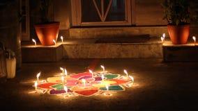 Κεριά στο πάτωμα απόθεμα βίντεο