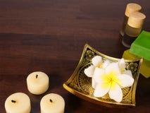 Κεριά, φραγμοί του σαπουνιού, και aromatherapy μπουκάλια Στοκ Φωτογραφίες