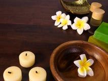 Κεριά, φραγμοί του σαπουνιού, και aromatherapy μπουκάλια Στοκ φωτογραφία με δικαίωμα ελεύθερης χρήσης