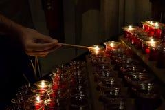 Κεριά φωτισμού Στοκ εικόνα με δικαίωμα ελεύθερης χρήσης