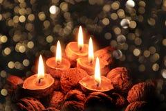 Κεριά Χριστουγέννων στη σκοτεινή νύχτα στοκ φωτογραφίες