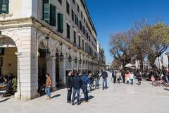 ΚΕΡΚΥΡΑ, ΕΛΛΑΔΑ - 4 ΜΑΡΤΊΟΥ 2017: Η πλατεία Spianada της πόλης της Κέρκυρας, Ελλάδα Κύρια για τους πεζούς οδός Liston Στοκ φωτογραφία με δικαίωμα ελεύθερης χρήσης