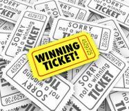 Κερδίζοντας εισιτήριο ένα μοναδικό βραβείο λαχειοφόρων αγορών λοταρίας νικητών Στοκ φωτογραφίες με δικαίωμα ελεύθερης χρήσης
