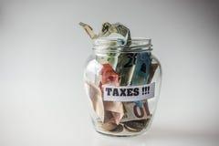 Κερδημένα χρήματα για τους φόρους Στοκ φωτογραφία με δικαίωμα ελεύθερης χρήσης