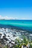 Κεφάλια Burleigh μια σαφή ημέρα που κοιτάζει προς τον παράδεισο Surfers στο Gold Coast στοκ εικόνες