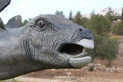 Κεφάλι αγαλμάτων δεινοσαύρων από την πλευρά στοκ φωτογραφίες