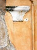 Κεφάλαιο στο μεσαιωνικό τοίχο Στοκ Εικόνες