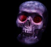 Κεφάλι κρανίων με τα κόκκινα μάτια Στοκ φωτογραφία με δικαίωμα ελεύθερης χρήσης