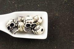 Κεφάλι κρανίων στο κουτάλι Στοκ Εικόνες