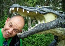 κεφάλι σε ένα σαν αλλιγάτορας στόμα Στοκ φωτογραφία με δικαίωμα ελεύθερης χρήσης