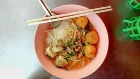 Κεφτή νουντλς ρυζιού στοκ φωτογραφίες