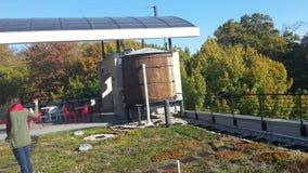 Κελάρι κρασιού στην πράσινη στέγη Στοκ εικόνα με δικαίωμα ελεύθερης χρήσης