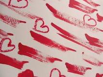 Κηλίδες του κόκκινων κραγιόν και των καρδιών στο άσπρο υπόβαθρο απεικόνιση αποθεμάτων