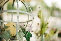 Κηροπήγιο αναγέννησης στη διακοσμητική γαμήλια ρύθμιση Στοκ Εικόνες