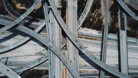 Κηφήνας που μεγεθύνει μέσα στην καταπληκτική ανταλλαγή συνδέσεων Pregerson δικαστών με τα αυτοκίνητα που κινούνται μέσω των πολλα φιλμ μικρού μήκους
