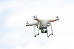 Κηφήνας που πετά με τη κάμερα Στοκ Εικόνες
