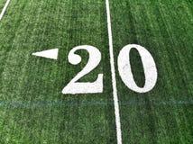 Κηφήνας που πυροβολείται του σημαδιού 20 υάρδας σε έναν τομέα αμερικανικού ποδοσφαίρου στοκ εικόνες