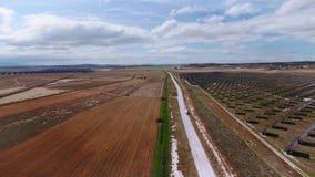 Κηφήνας που πυροβολείται του τομέα των ηλιακών πλαισίων απόθεμα βίντεο