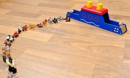 Κιβωτός του Νώε με τα ζώα από τα παιχνίδια Στοκ Φωτογραφίες