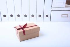 Κιβώτια δώρων με το τόξο στο άσπρο υπόβαθρο Στοκ Φωτογραφία