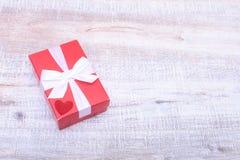 Κιβώτια δώρων με το τόξο στο άσπρο υπόβαθρο Στοκ Εικόνες