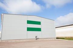 κιβώτια που χτίζουν τη βιομηχανική αποθήκη εμπορευμάτων αποθήκευσης διοικητικών μεριμνών έννοιας Στοκ εικόνες με δικαίωμα ελεύθερης χρήσης