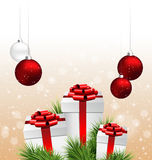 Κιβώτια δώρων με τους κλάδους πεύκων και σφαίρες Χριστουγέννων στο μπεζ ελεύθερη απεικόνιση δικαιώματος