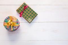 Κιβώτια δώρων με το χρωματισμένο έγγραφο Στοκ φωτογραφίες με δικαίωμα ελεύθερης χρήσης