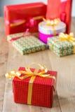 Κιβώτια δώρων με το χρωματισμένο έγγραφο Στοκ εικόνες με δικαίωμα ελεύθερης χρήσης