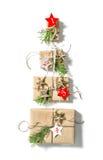 Κιβώτια δώρων στην άσπρη εμφάνιση Χριστουγέννων υποβάθρου Στοκ φωτογραφία με δικαίωμα ελεύθερης χρήσης