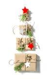 Κιβώτια δώρων στις άσπρες διακοπές Χριστουγέννων υποβάθρου Στοκ Φωτογραφίες