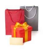 Κιβώτιο δώρων με την κορδέλλα και teg στοκ εικόνες