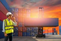 Κιβώτιο εμπορευματοκιβωτίων φόρτωσης ελέγχου επιστατών από το σκάφος φορτίου φορτίου για την εισαγωγή-εξαγωγή, βιομηχανικό εμπορε Στοκ Εικόνες