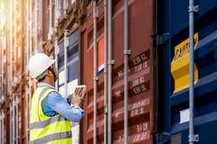 Κιβώτιο εμπορευματοκιβωτίων φόρτωσης ελέγχου επιστατών από το φορτίο Στοκ Εικόνα
