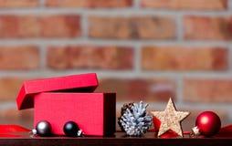 Κιβώτιο και κορδέλλα Χριστουγέννων Στοκ εικόνες με δικαίωμα ελεύθερης χρήσης