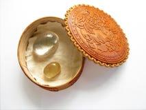 Κιβώτιο κοσμημάτων που γίνεται από το δέρμα της ασημένιας σημύδας Στοκ Εικόνες