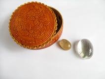 Κιβώτιο κοσμημάτων που γίνεται από το δέρμα της ασημένιας σημύδας Στοκ φωτογραφία με δικαίωμα ελεύθερης χρήσης