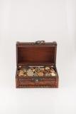 Κιβώτιο με τα νομίσματα στοκ φωτογραφίες με δικαίωμα ελεύθερης χρήσης
