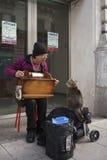 Κιβώτιο μουσικής ατόμων playng Στοκ Φωτογραφίες