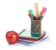 Κιβώτιο μολυβιών με το σχολικό εξοπλισμό Στοκ Φωτογραφία