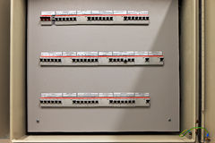 Κιβώτιο πινάκων ελέγχου θρυαλλίδων με τρεις σειρές των αφιερωμένων θρυαλλίδων στοκ εικόνες με δικαίωμα ελεύθερης χρήσης