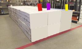 Κιβώτιο που τίθεται άσπρο στην υπεραγορά στοκ εικόνες