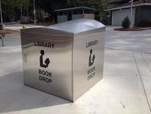 Κιβώτιο πτώσης βιβλίων βιβλιοθηκών Καλιφόρνιας Στοκ Εικόνες