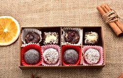 Κιβώτιο των διαφορετικών γλυκών burlap Στοκ Εικόνες