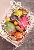 Κιβώτιο των εξωτικών φρούτων Στοκ φωτογραφίες με δικαίωμα ελεύθερης χρήσης