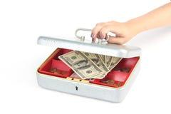 Κιβώτιο χρημάτων ανοίγματος χεριών στο λευκό Στοκ Εικόνες