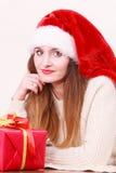 Κιβώτιο δώρων εκμετάλλευσης γυναικών στενός κόκκινος χρόνος Χριστουγέννων ανασκόπησης επάνω Στοκ εικόνα με δικαίωμα ελεύθερης χρήσης