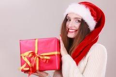 Κιβώτιο δώρων εκμετάλλευσης γυναικών στενός κόκκινος χρόνος Χριστουγέννων ανασκόπησης επάνω Στοκ Εικόνα