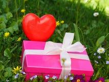 Κιβώτιο δώρων ημέρας μητέρων στοκ φωτογραφία με δικαίωμα ελεύθερης χρήσης
