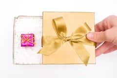 Κιβώτιο δώρων με ένα δώρο Χριστουγέννων Στοκ Φωτογραφία